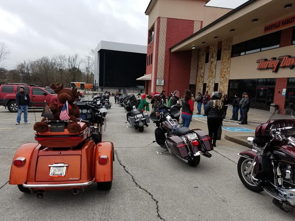Gathering outside of East Tennessee H.O.G® Chapter